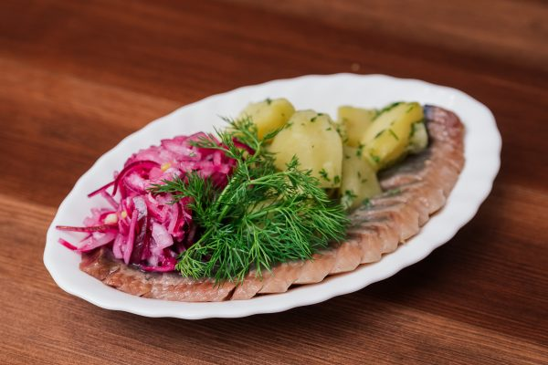 Селедочка с картошкой и луком